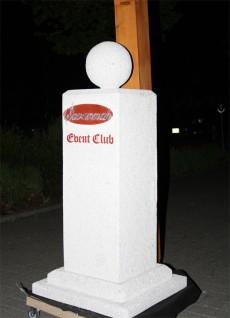 Stammgäste und Freunde schenkten zum Geburtstag des Clubs dieses Denkmal!